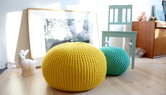 le pouf en crochet tricot ou bien tress vraiment trop mignon charlyd co. Black Bedroom Furniture Sets. Home Design Ideas