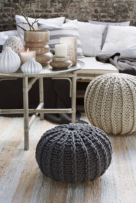 le pouf en crochet tricot ou bien tress vraiment trop. Black Bedroom Furniture Sets. Home Design Ideas
